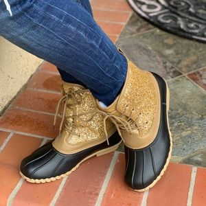 NEW ARRIVALS** LADIES GOLD GLITTER DUCK BOOTS